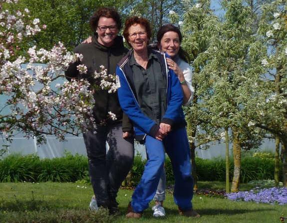 De workshop kruiden wordt gegeven door Janine, Petra en Dieneke